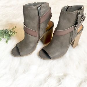 NWOT Dolce Vita Open Toe Ankle Booties